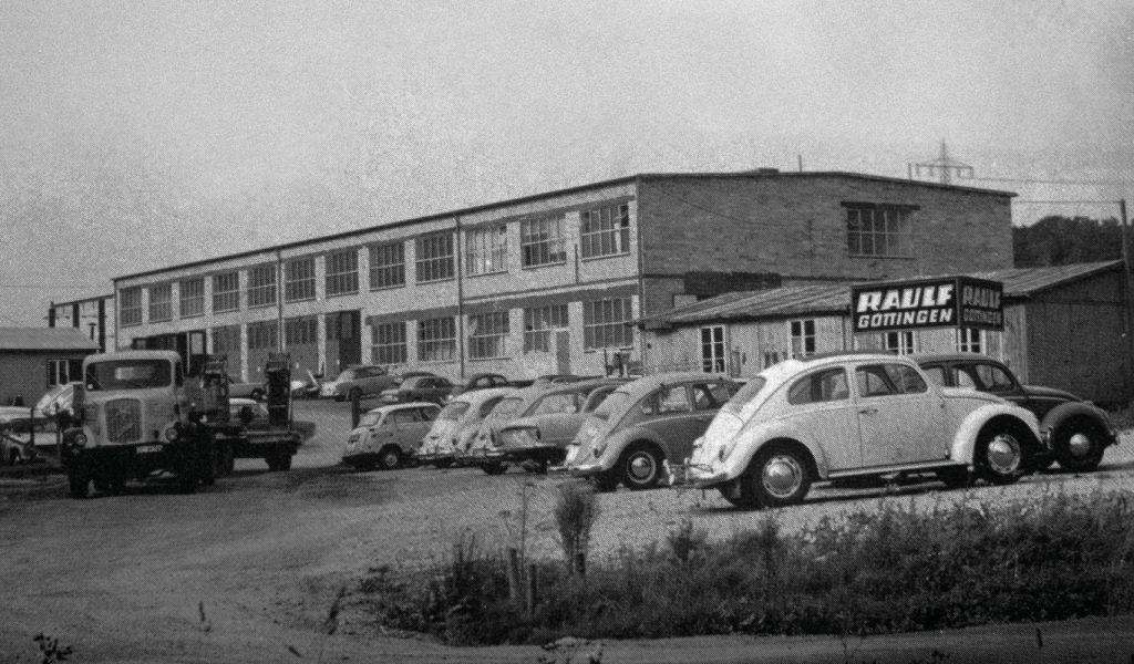Historie, Firmengelände