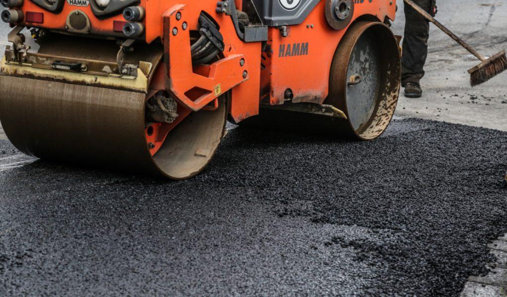 RST Straßenbau, Walze glättet den Asphalt